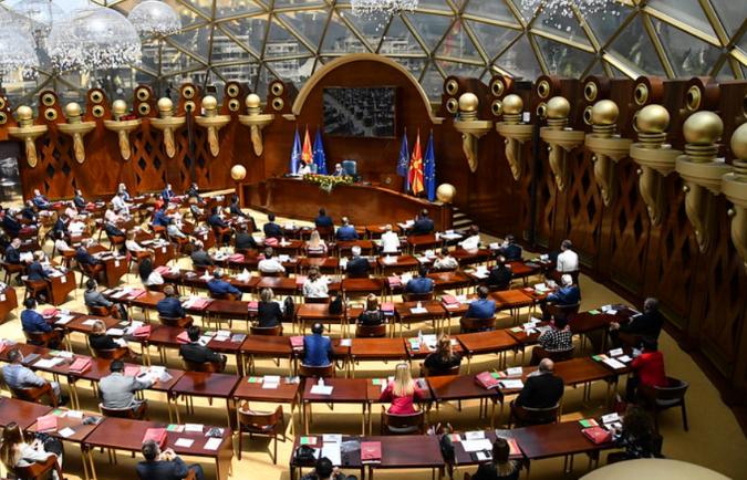 Собранието ги констатира оставките на пратениците Дурловски, Бајрами, Зеќири и на Лукаревска