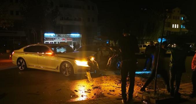 Тешко повредено девојче во судир на три автомобили во Тетово