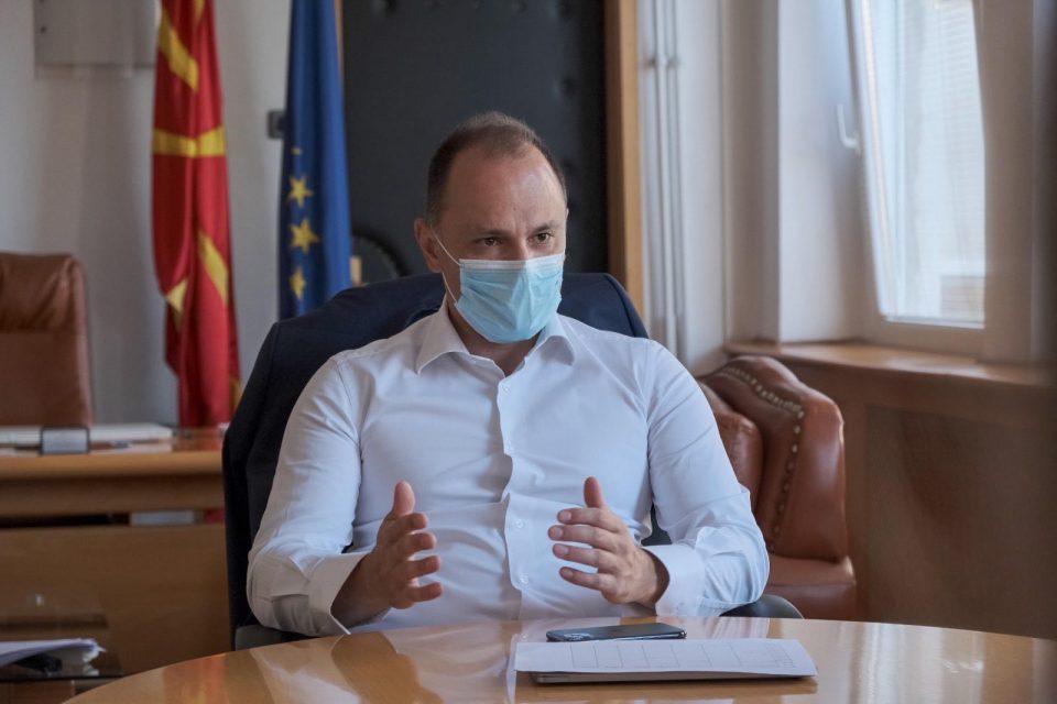 Филипче: Размислуваме за мерка полициски час и целосно затворање на угостителските објекти по одреден час