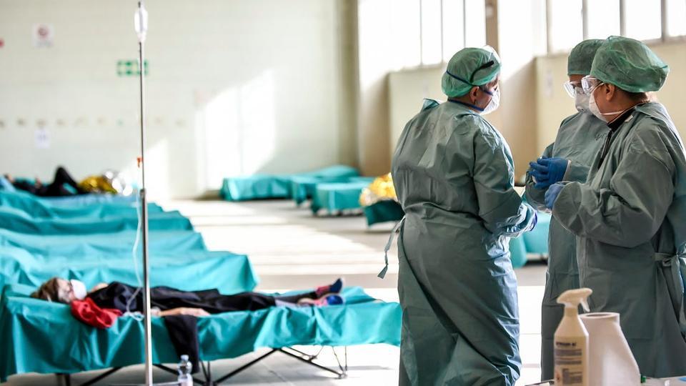 Новата мутација на коронавирус брзо се шири и во Унгарија, повторно тестирање на здравствените работници