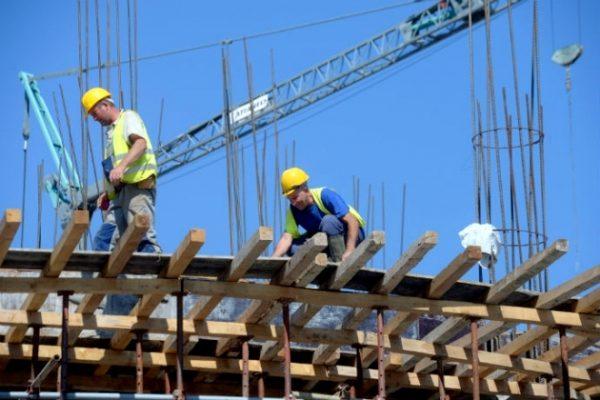 Работник во велешка фирма паднал од кров