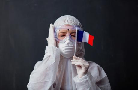 Се зголемуваат рестрикциите во Франција: Полицискиот час ќе почнува во 18 часот