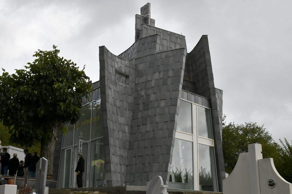 Во Крушево откриено новото спомен обележје за Тоше Проески