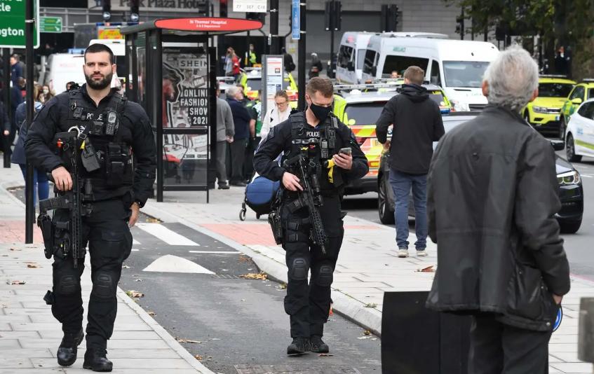Драма во Лондон: Блокирани патишта и мостови, евакуирана болница, полицискиот кордон ја проверува областа