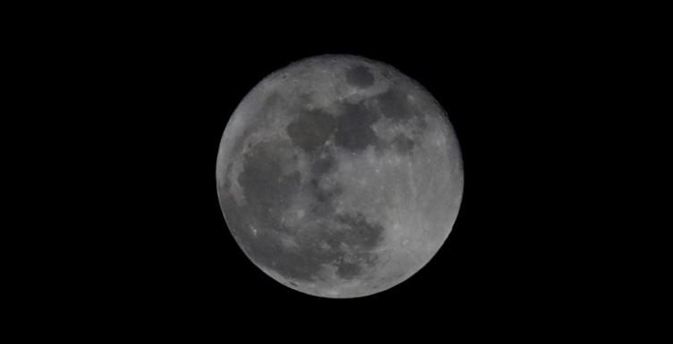 (ВИДЕО) НАСА: На Месечината има вода