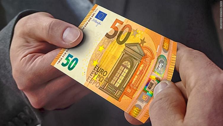Малолетник плаќал со фалсификувани евра