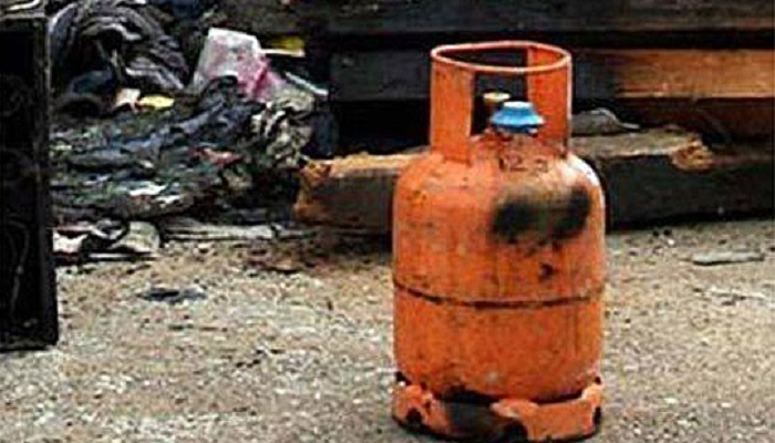 Пожар во семејна куќа во Куманово од плинска боца
