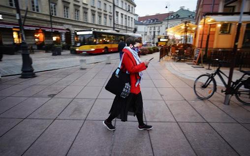 Полска ги олеснува мерките против коронавирусот