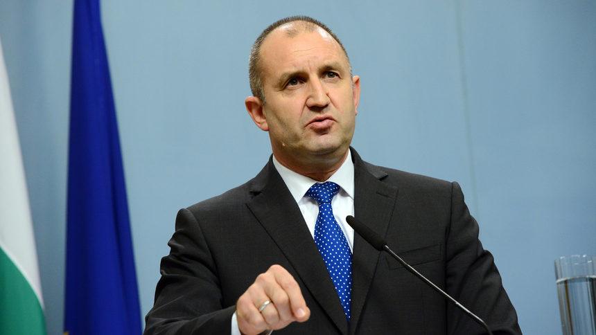 Бугарскиот претседател ги одложи изборите