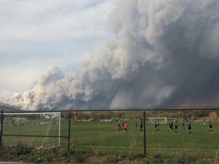 Еден од најголемите пожари во историјата во Колорадо: Можна евакуација на населението