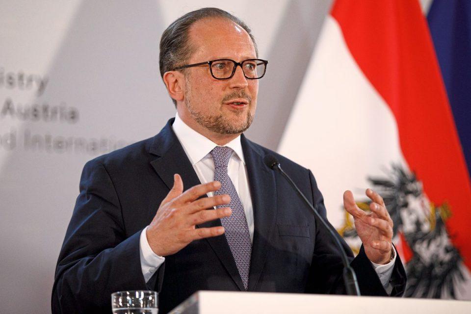 Шефот на австриската дипломатија позитивен на Ковид-19