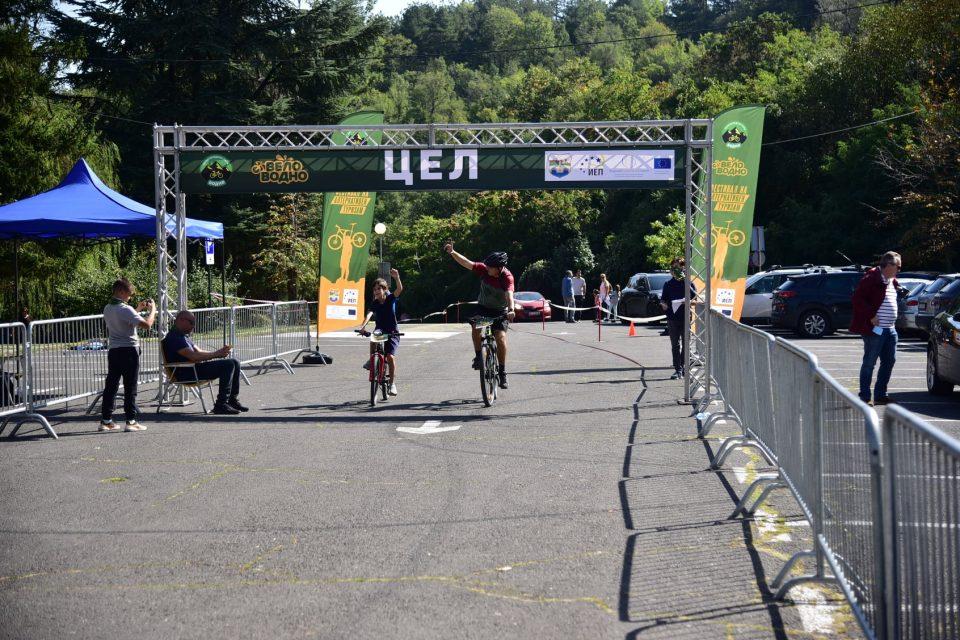 (ФОТО) Отворена првата велосипедска патека на Водно