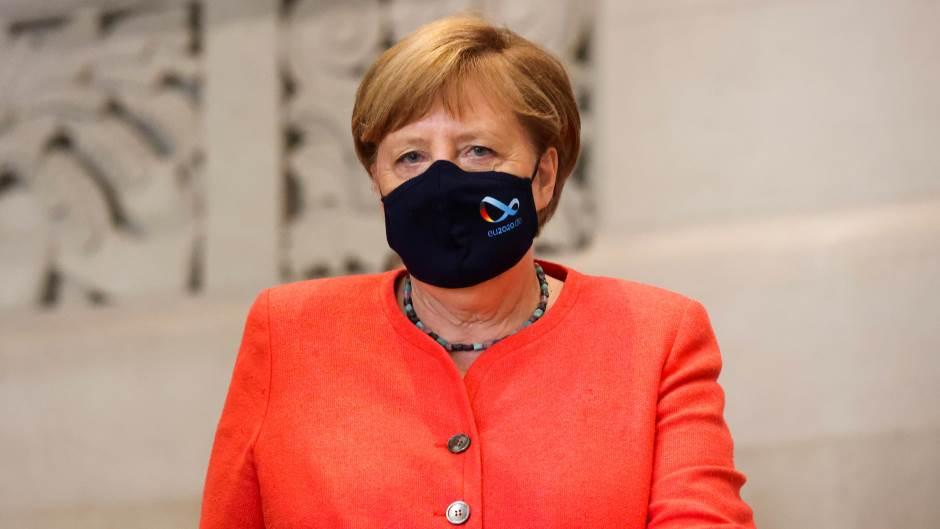 Меркел се огласи на Твитер по нападот во Ница: Германија е со Франција