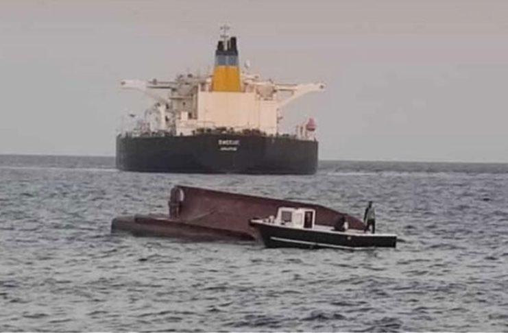 (ВИДЕО) Загинаа четири лица во судир на грчки танкер со турски рибарски брод