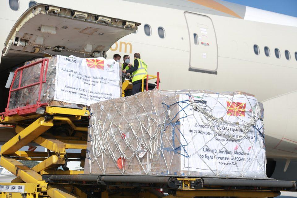 Принцот од Абу Даби и донираше медицинска опрема на Македонија