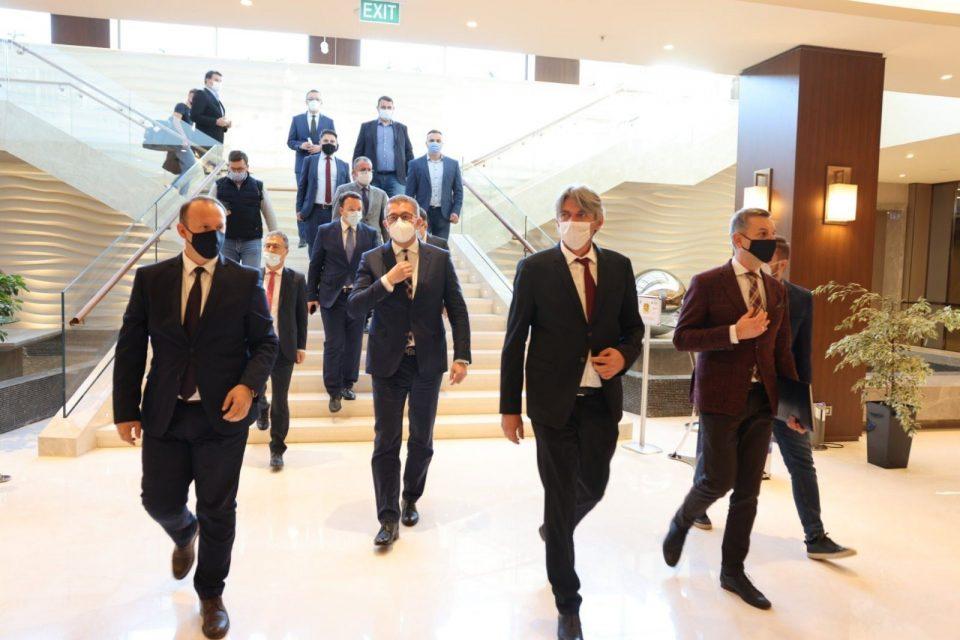 Додека Заев тера корона-избори во Штип, Мицкоски прави опозициски блок
