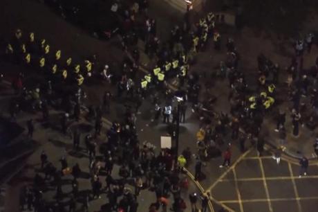 Илјадници на улиците низ Лондон против новите мерки