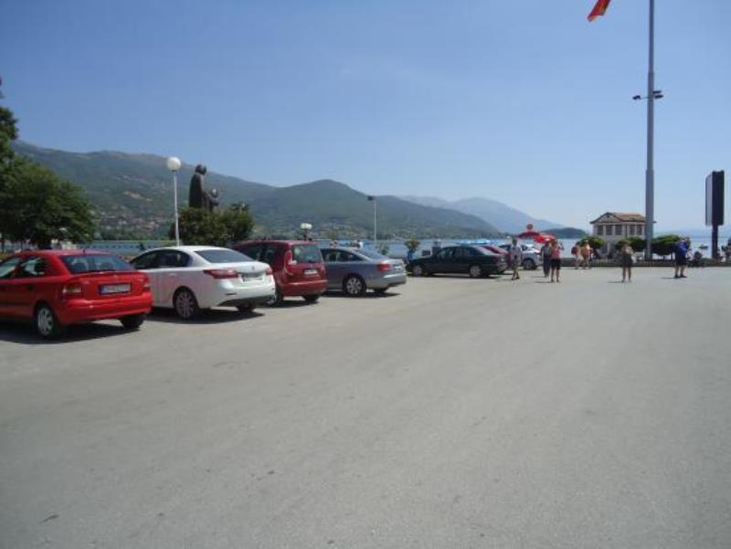 Општина Охрид ги намали цените за паркирање во центарот за да ги ублажи загубите на угостителите