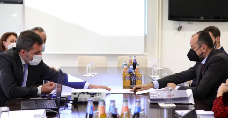 Додека Србија носи гиганти, нашата Влада допрва ќе создава нови услови за привлекување инвестиции