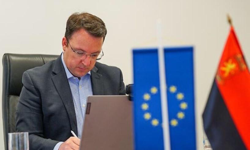 Николоски: Прифаќањето историска комисија да решава за иднината на Македонија е политички аматеризам