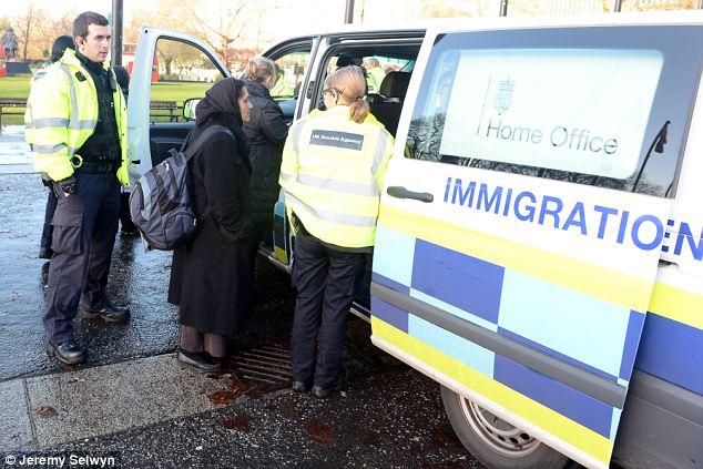 Група од 69 албански државјани уапсени покрај брегот на Англија