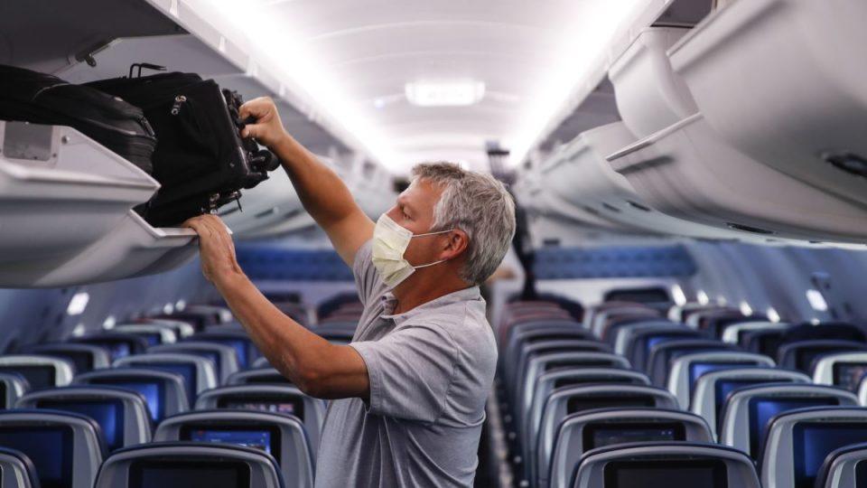 Италијанка добила шест месеци затвор, одбила да носи маска во авион