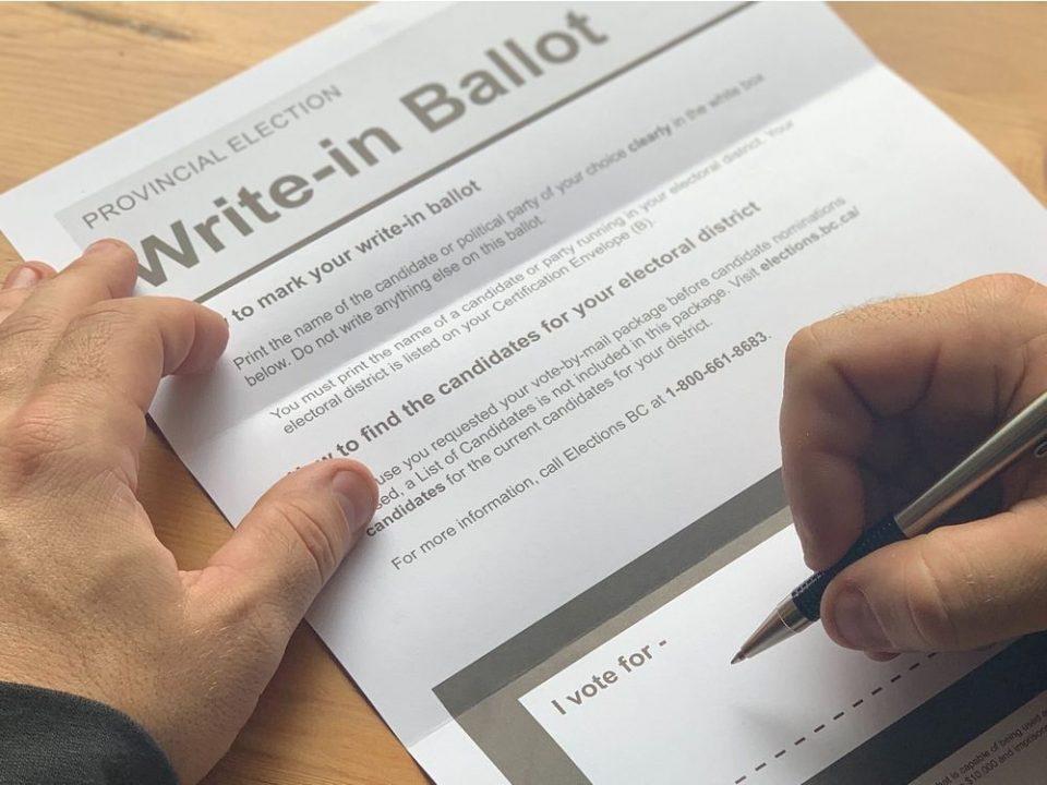 Гласачки ливчиња добиени по пошта ќе се бројат дури до сабота