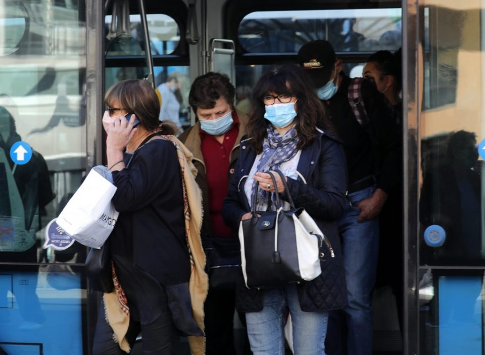 Казни од 65 евра за неправилно носење на маска во Хрватска