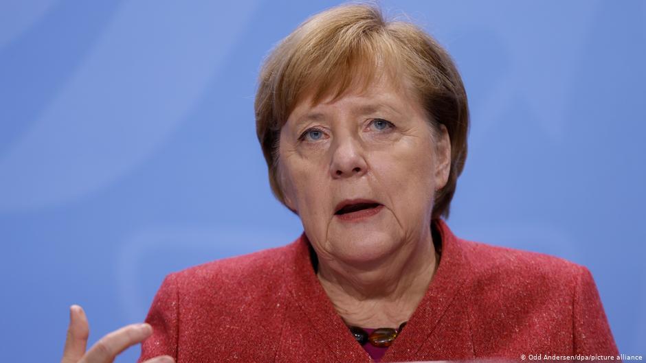 Меркел повторно со апел: Мора да ги намалиме контактите
