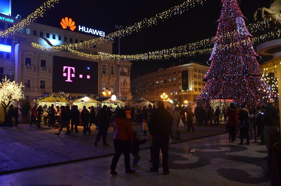 СДСМ не се откажува од новогодишното украсување: На граѓаните им е потребна зрак светлина