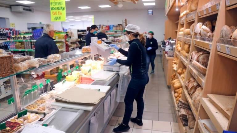 Владата на Словенија ја продолжи за седум дена забраната за работа на несуштинските продавници