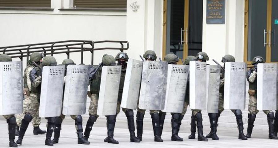 Најмалку 70 лица уапсени на анти-режимските протести во Минск
