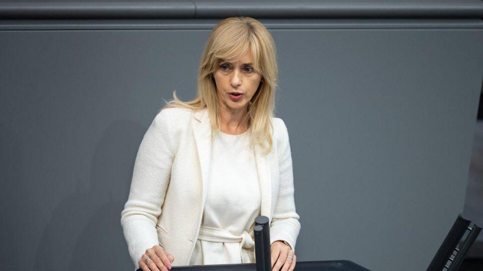ЕУ да го искористи бугарското вето за да го укине принципот на едногласност, бара германска пратеничка