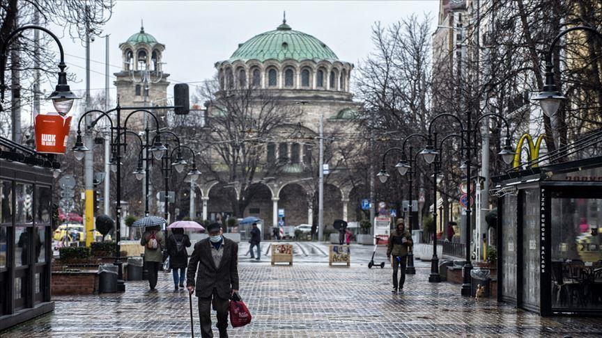 Бугарија ги затвора училиштата и рестораните до 21 декември