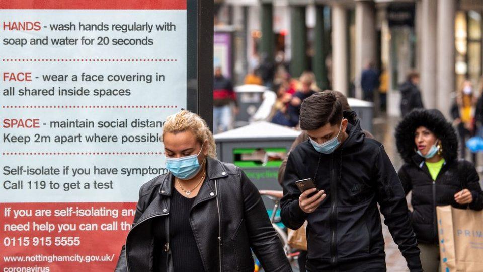 Британија дозволи волонтери намерно да се заразуваат со ковид-19 за истражувачки цели
