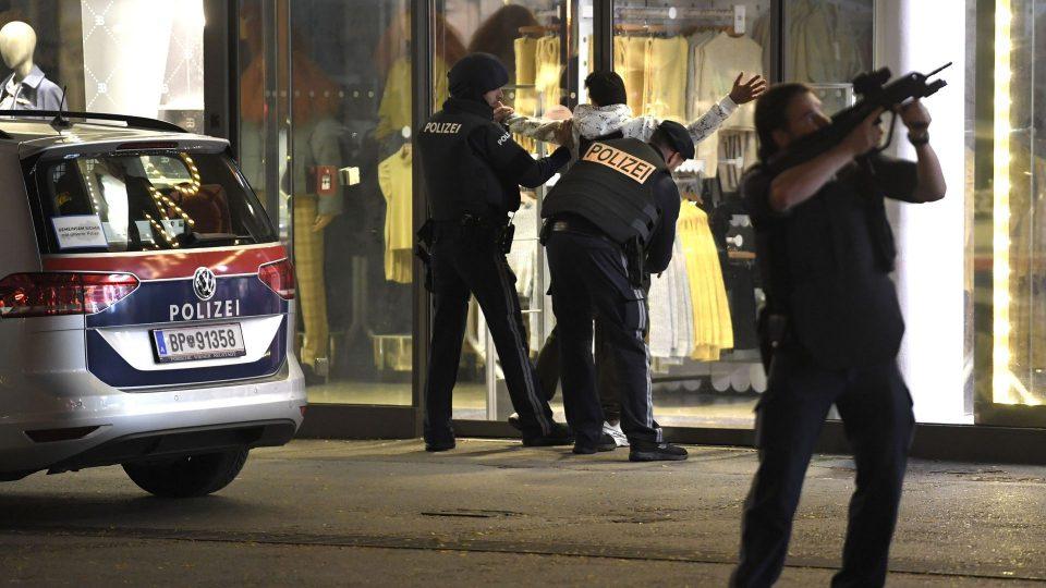 Австриските власти спроведуваат истрага против 21 лице за поврзаност со нападот во Виена