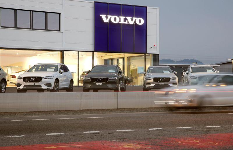 Волво повлекува 54000 автомобили заради проблем со воздушните перничиња
