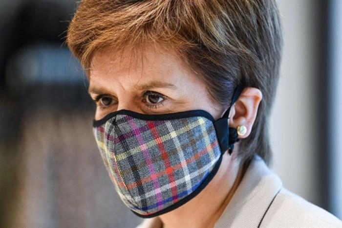Шкотската премиерка ги прекрши мерките и јавно се извини