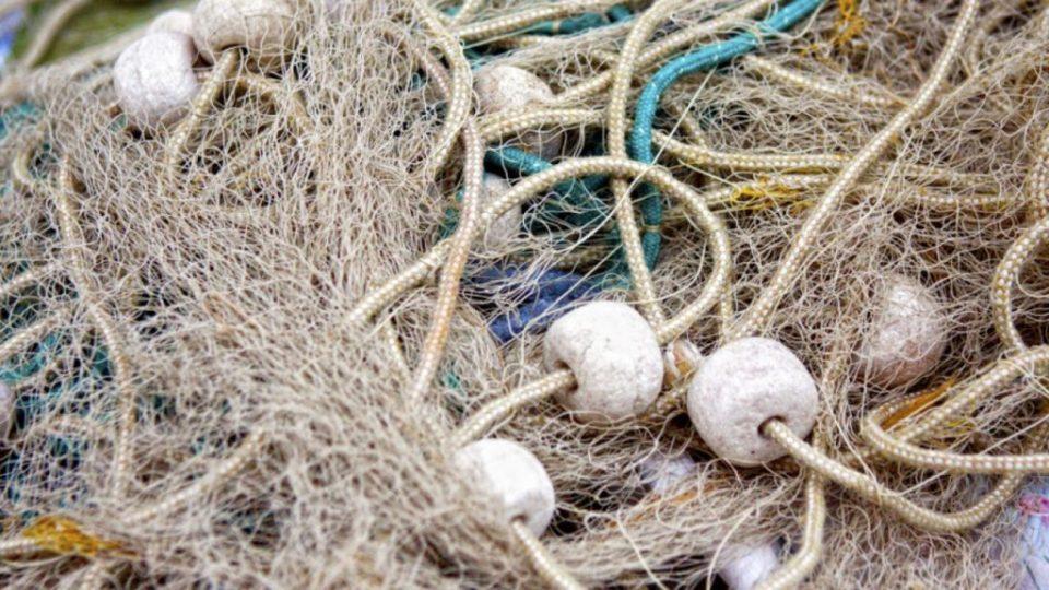 Двајца рибокрадци фатени со девет мрежи и 140 парчиња риба кај Лагадин