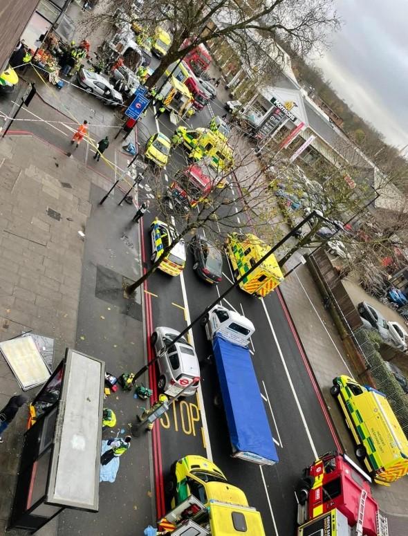 (ФОТО+ВИДЕО) Автомобил прегази пешаци во Лондон, неколку повредени