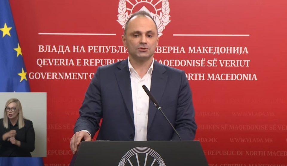 Филипче: Бројот на заразени се намалува, но има можност за нов пик