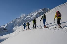 Во снежно невреме во Иран загинаа најмалку осум планинари