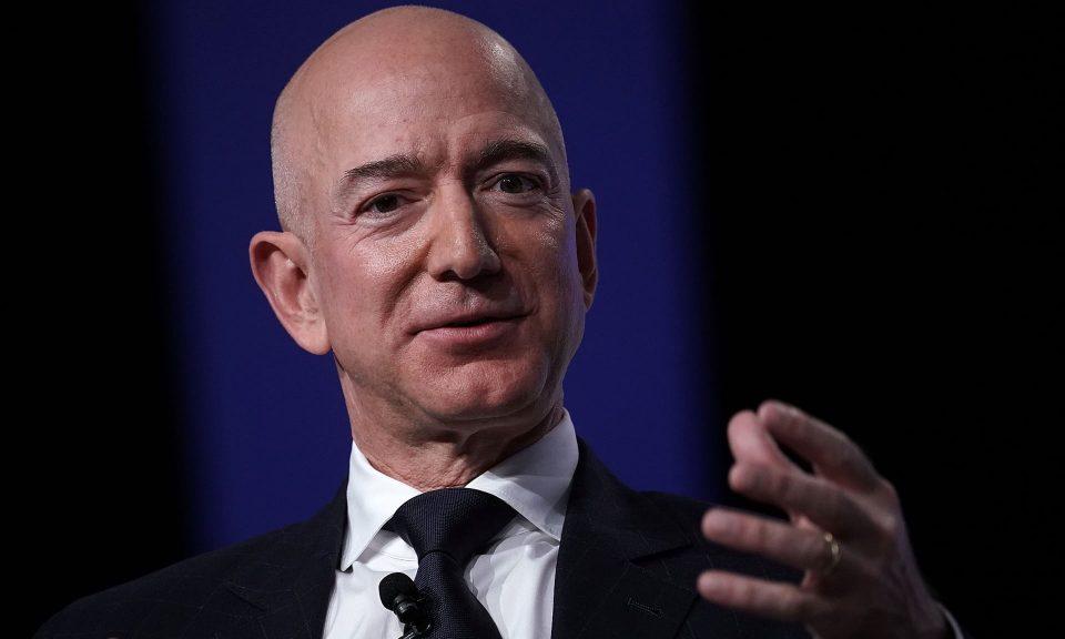 Џеф Безос се повлекува од функцијата главен извршен директор на Амазон