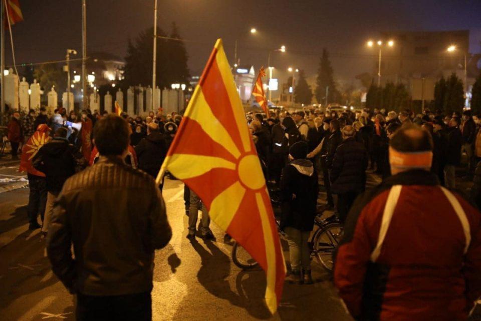 (ФОТОГАЛЕРИЈА) МНР, ВЛАДАТА и Правда блокирани – Сега додека не е доцна, оставка на Заев, слобода на народот