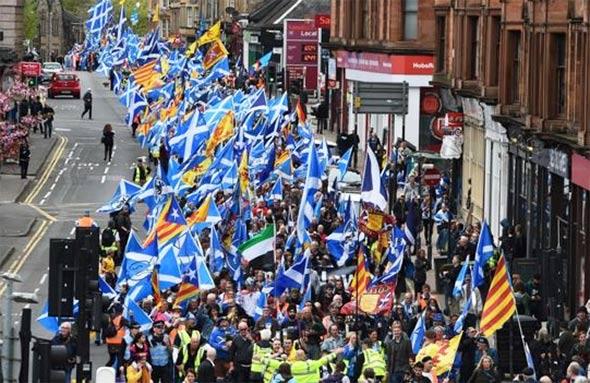 Старџон вети втор референдум за независност на Шкотска, доколку победи на изборите во мај
