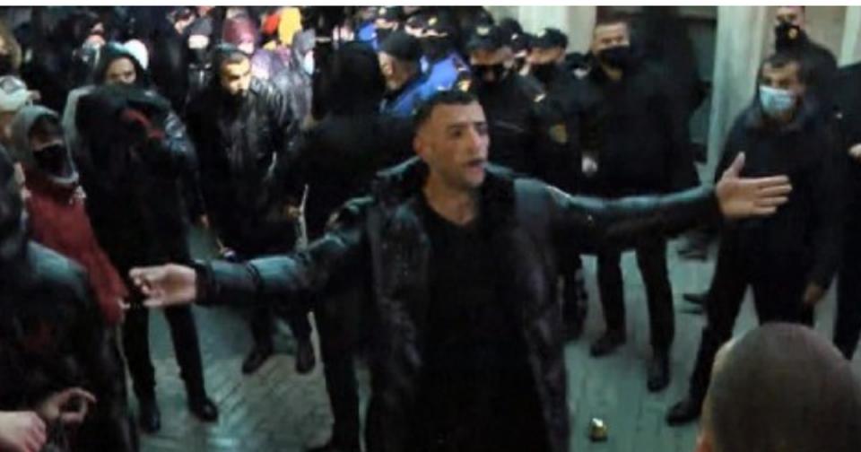 Приведени над 150 лица на протестите во Тирана – организаторот со погребално возило побегнал на Косово