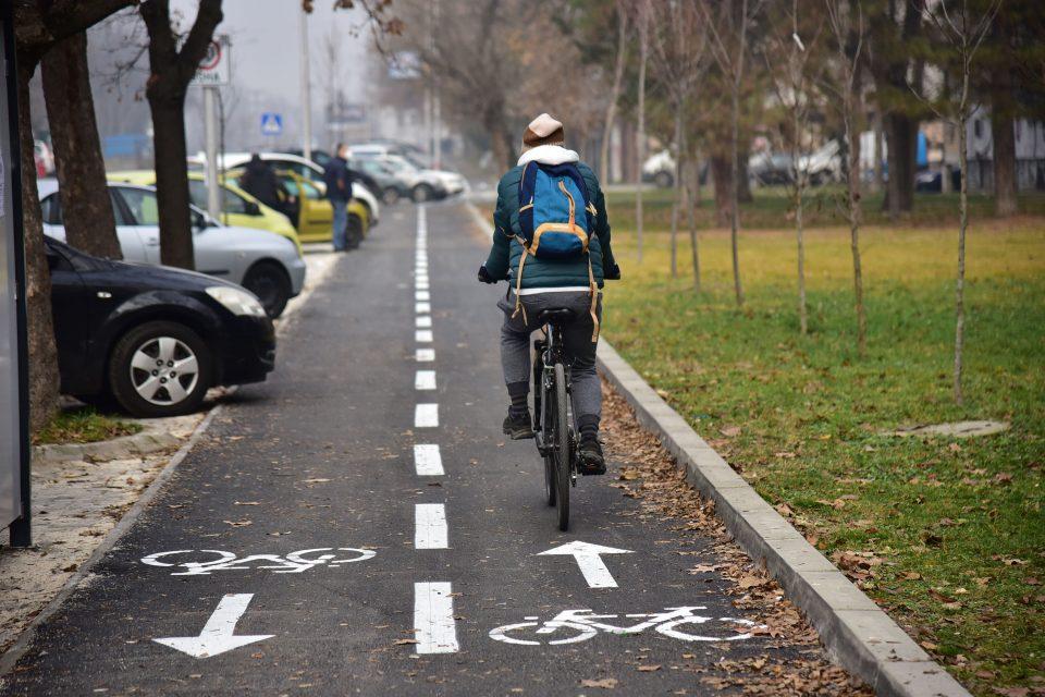 """Нова велосипедската патека на улицата """"Никола Парапунов"""""""