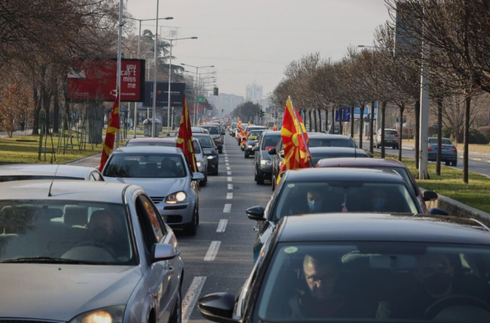 (ФОТОГАЛЕРИЈА) Граѓаните излегоа на протест: Бараат оставка на Заев
