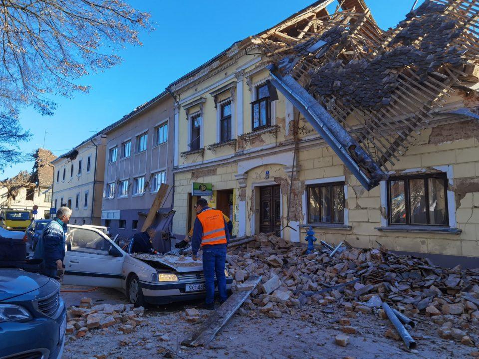 (ВИДЕО) Апокалиптични сценарија по земјотресот во Загреб: Искршени куќи, автомобили и згради