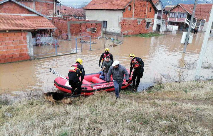 Поплавено цело село во Србија – се евакуира населението